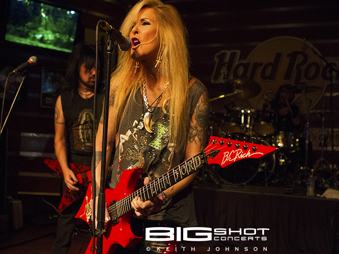 Lita Ford sings on stage