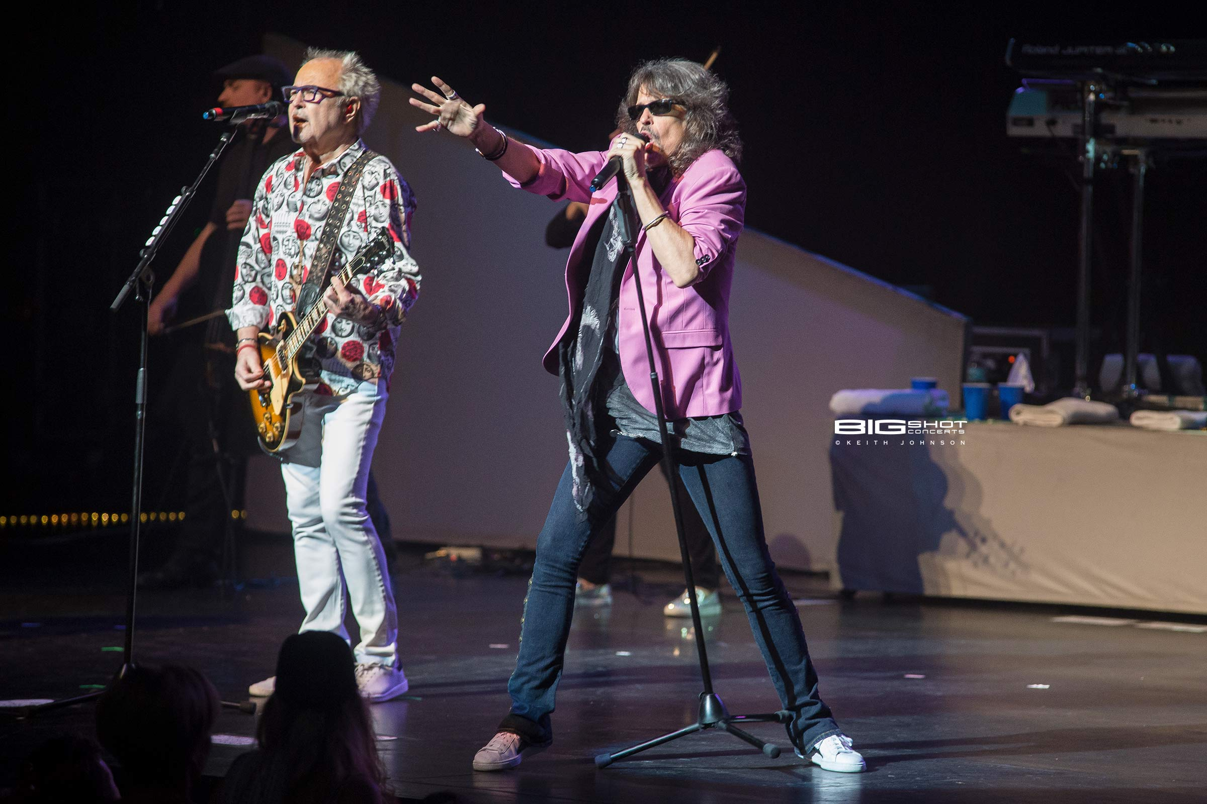 Guitarist Mick Jones and singer Kelly Hansen of Foreigner