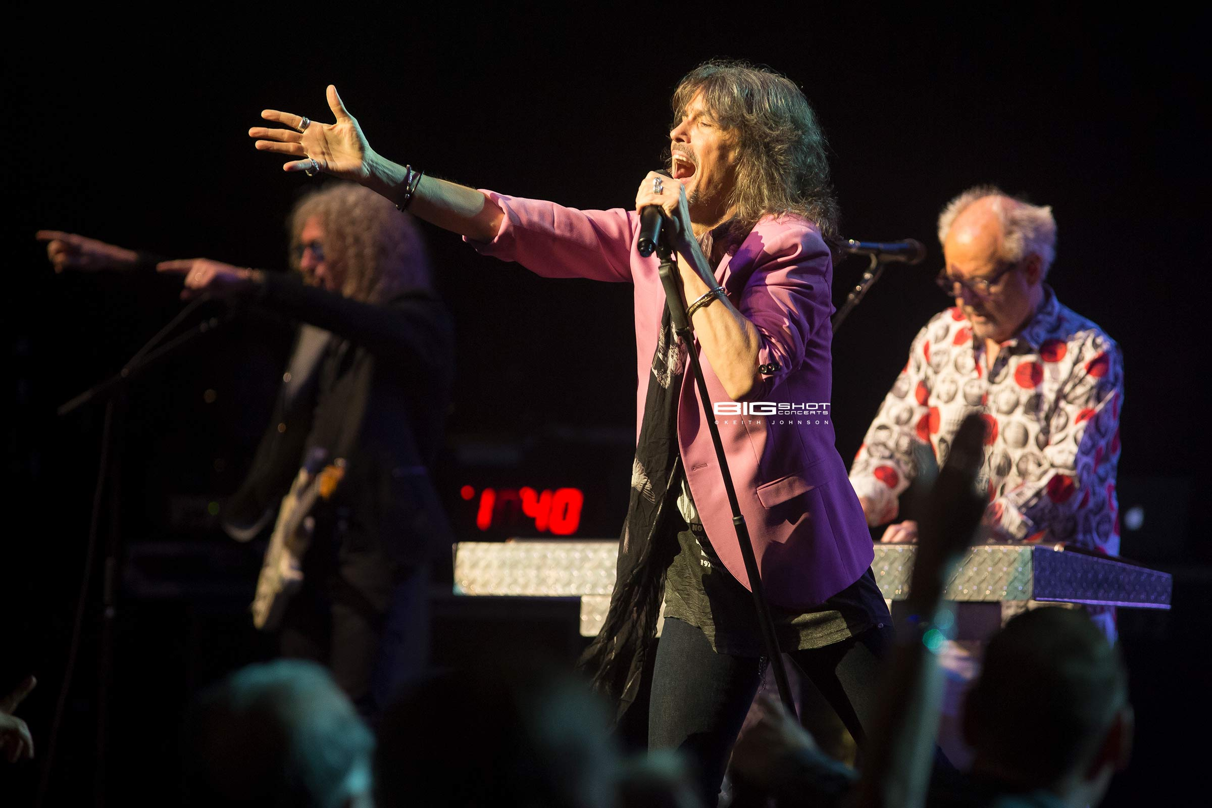 Foreigner Rock Orchestra entertains the fans