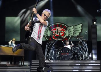 Photo - REO Speedwagon and Chicago Co-Headlining Tour
