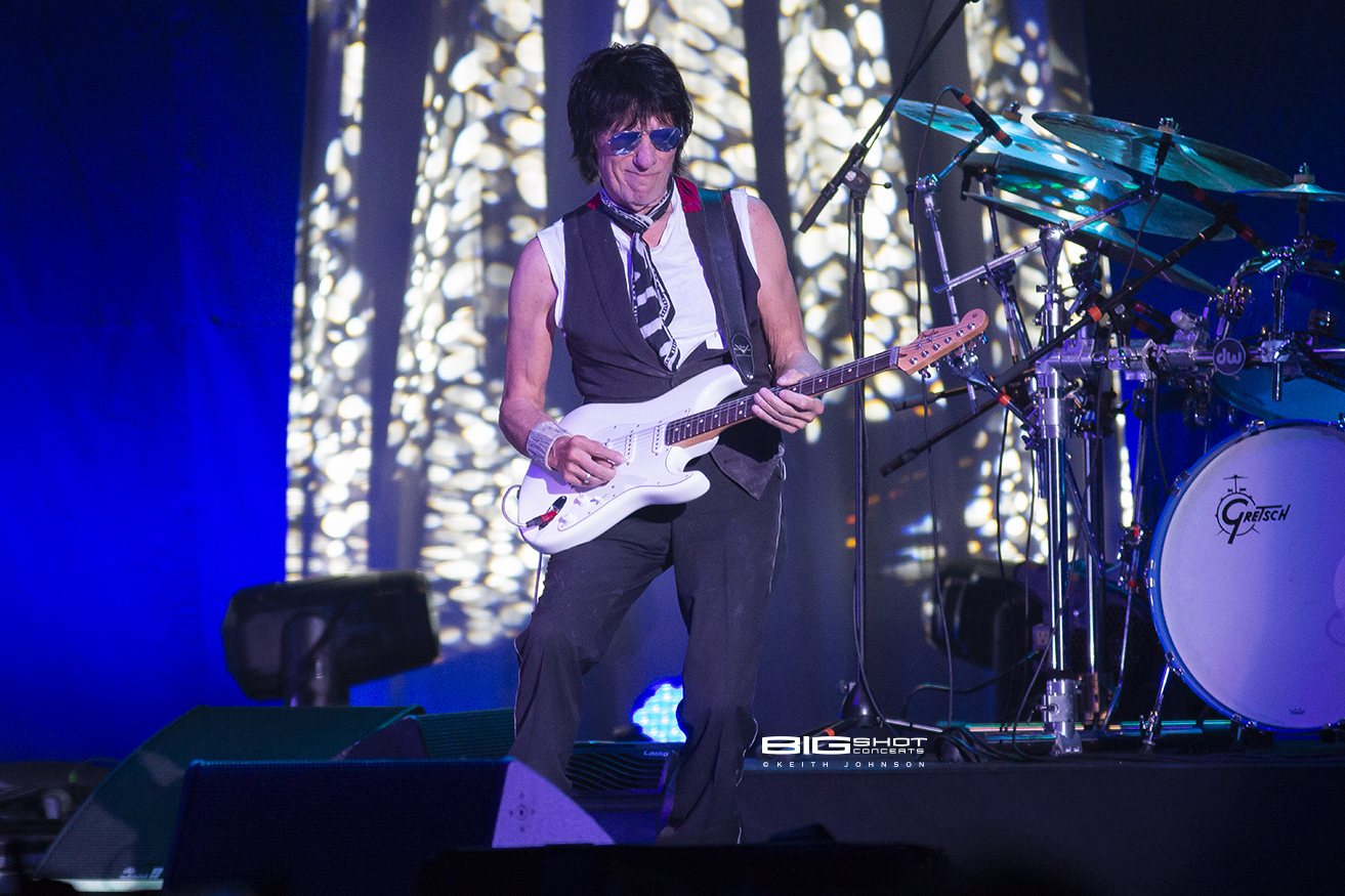 Jeff Beck Jams at Coral Sky Amphitheatre