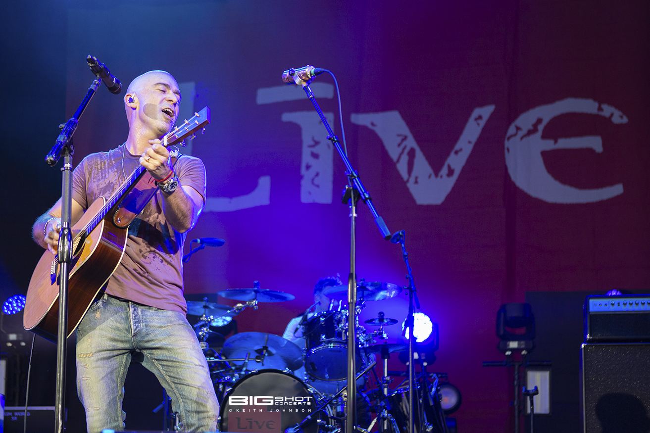 Photo - Ed Kowalczyk of LIVE on rhythm guitar
