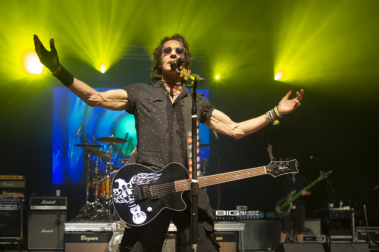 Rick Springfield Takes Center Stage at The Amp