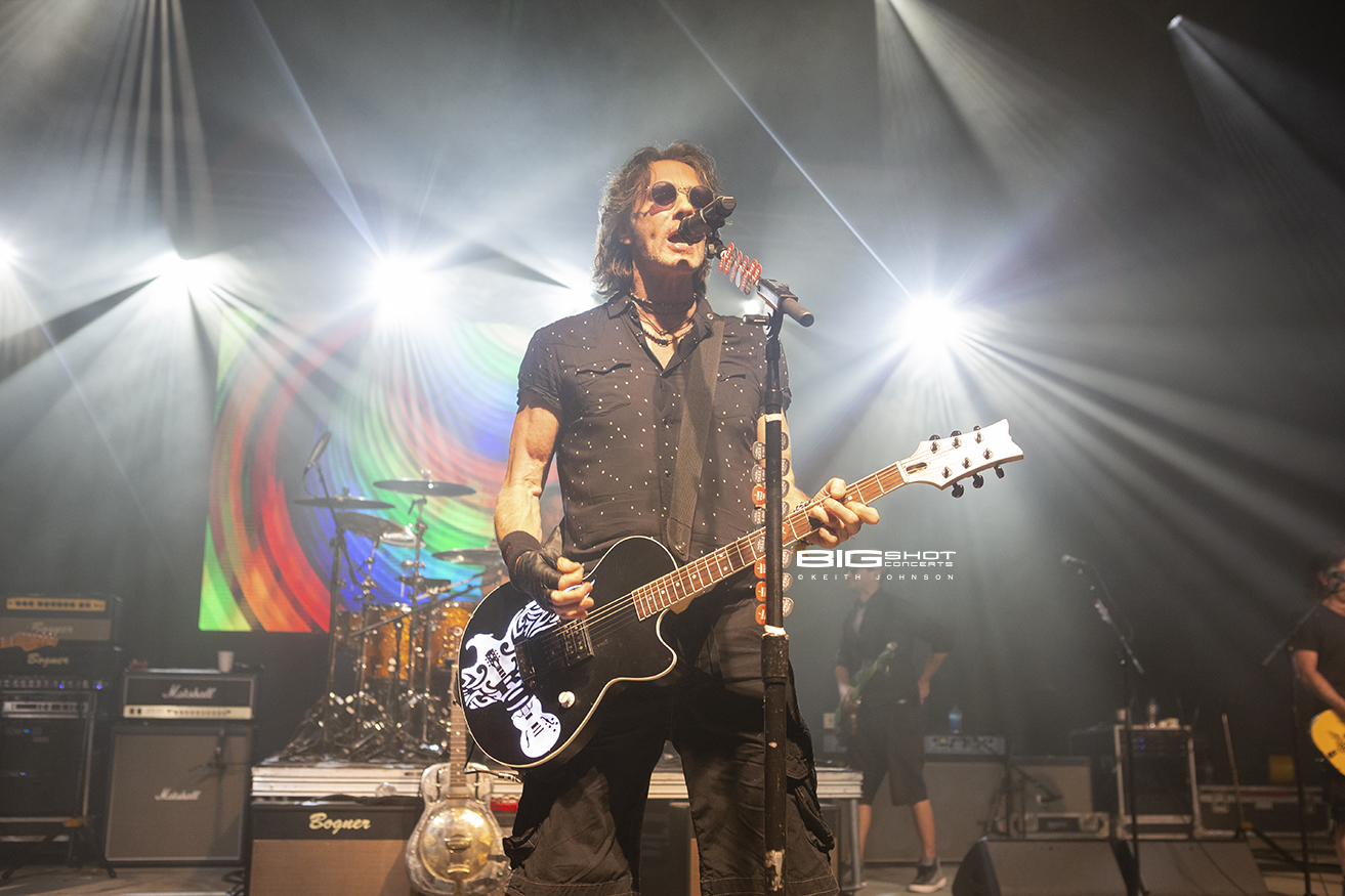 Rick Springfield Sings at Pompano Beach Amphitheater