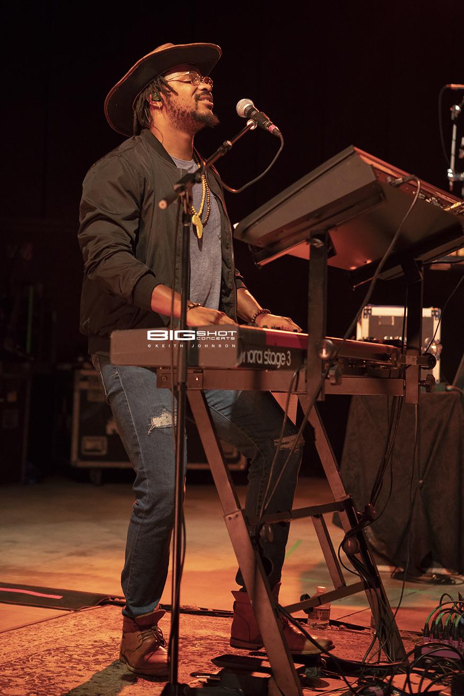 Touring Keyboard Player