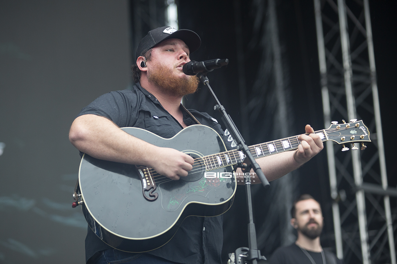 Luke Combs on Main Stage