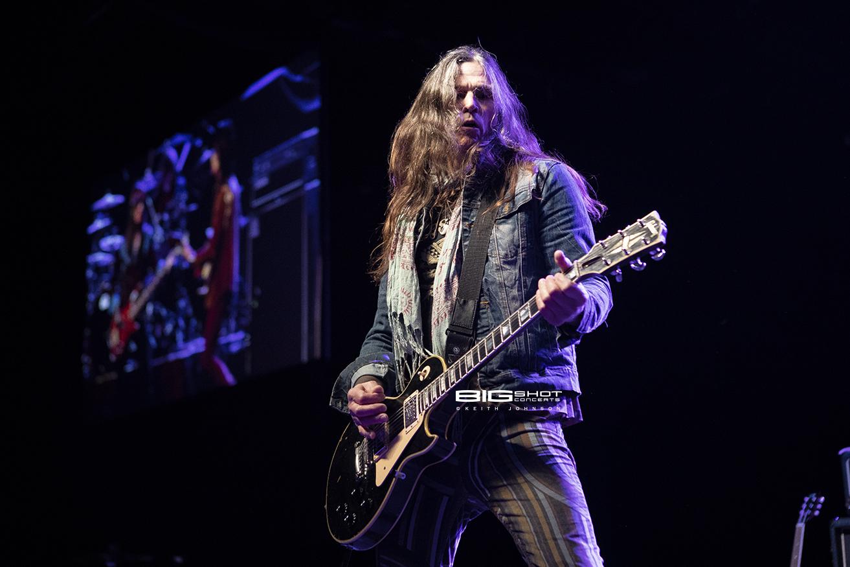 KIX Guitarist