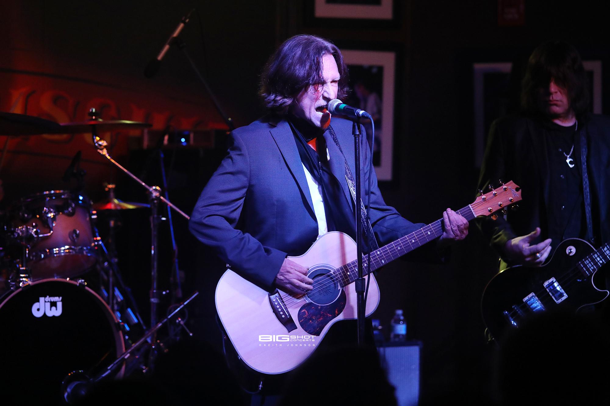 Singer John Waite Play Guitar