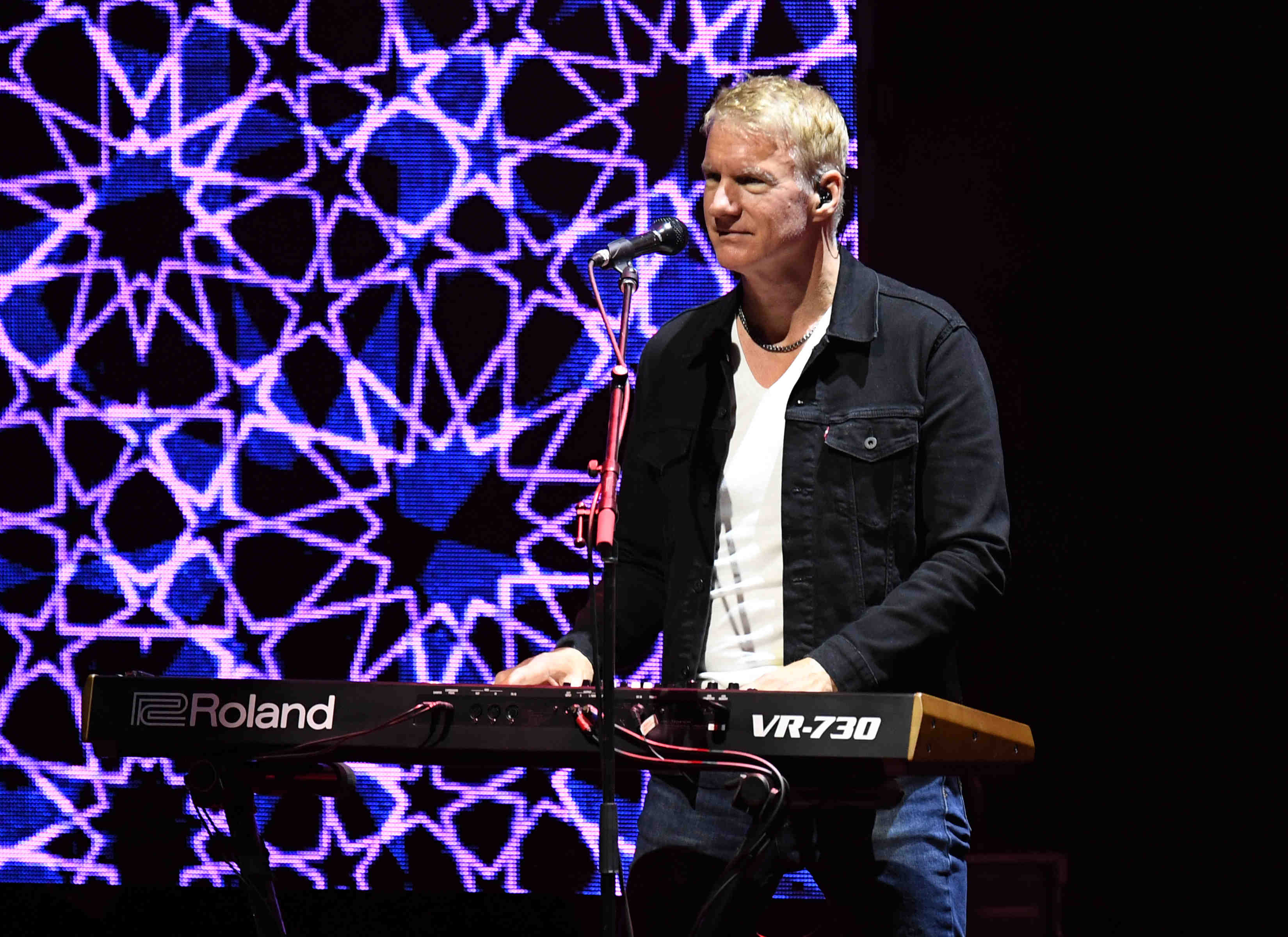Hall and Oates keyboard player.